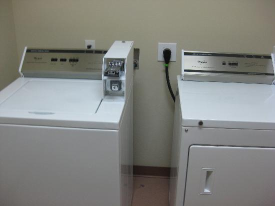 BEST WESTERN PLUS Peppertree Inn at Omak: Laundry downstairs