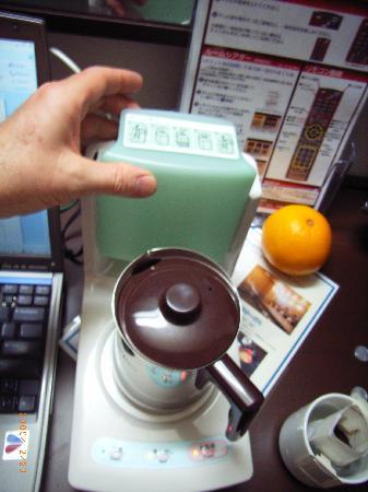 AB Hotel Toyota Motomachi: coffee maker/humidifier combo!