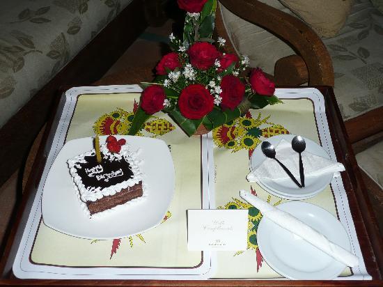 Hotel Santika Premiere Beach Resort Bali: Bithday Cake