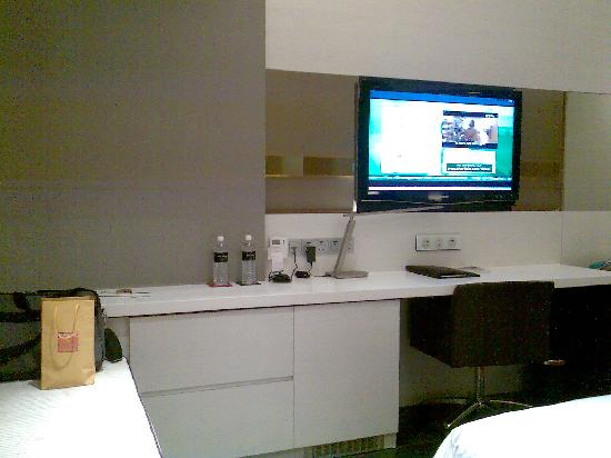 The Quincy Hotel by Far East Hospitality: work station