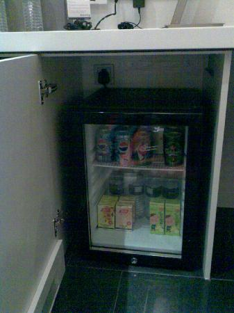The Quincy Hotel by Far East Hospitality: Free mini bar