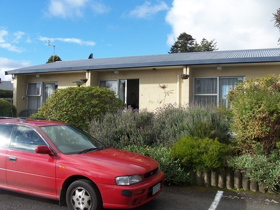 Stratford, New Zealand: Great Unit with lovely gardens