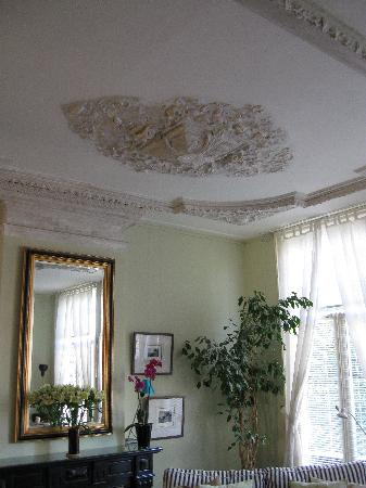 Amsterdam Bed and Breakfast: Historic ceiling
