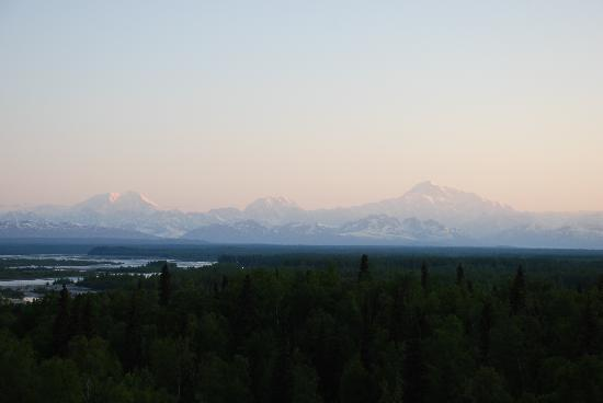 Talkeetna Alaskan Lodge: Sunrise view from the room