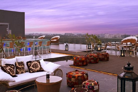 The O Hotel: rooftop bar, lounge & swimming pool