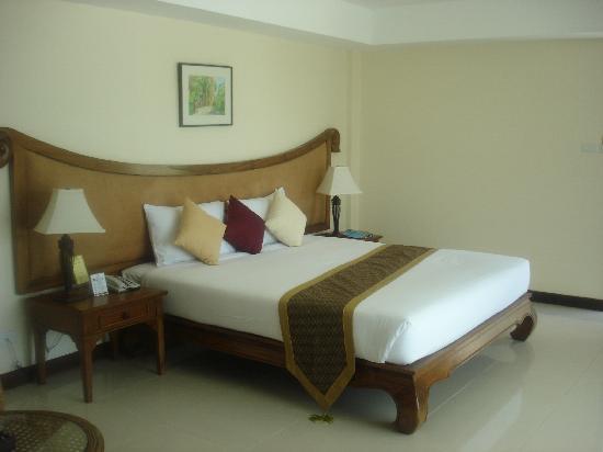 Nora Lakeview Hotel: THE ETHNIC THAI DECOR