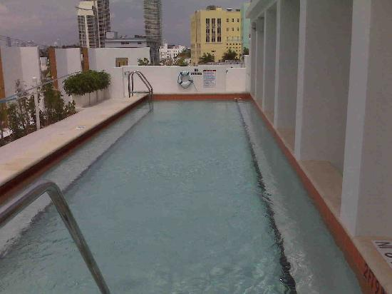 Sense Beach House: Roof Top pool!  Peaceful and quite!  Beach View!