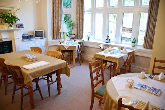 Albany Guest House: A warm and welcome breakfast room