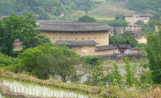 Yanxianglou Earth Building Hostel: view of toulou from hill