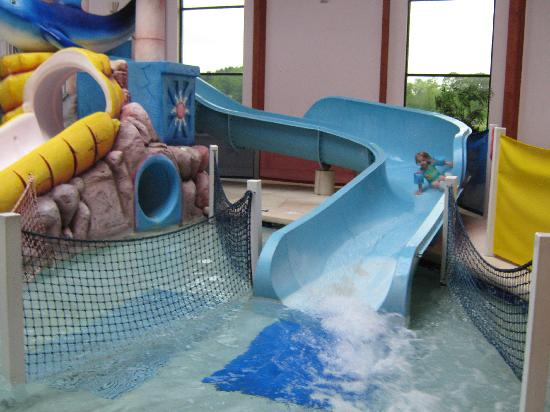 Grand Marquis Waterpark Hotel & Suites: great slides