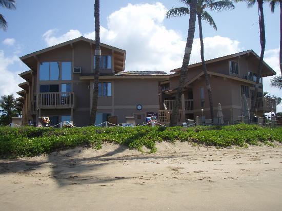 Kihei Sands Beachfront Condominiums: kihei sands from beach