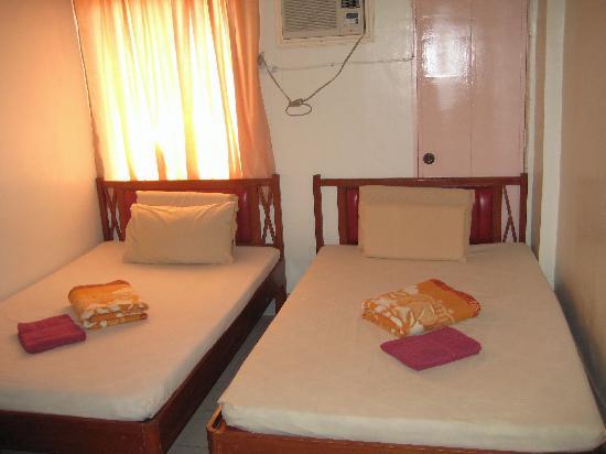 Boracay Travelodge Beach Resort: typical room
