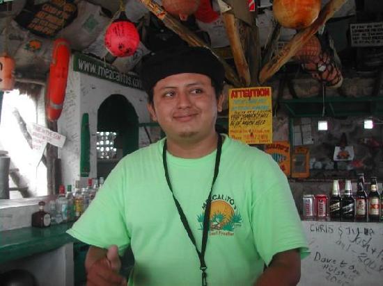 Playa Mezcalitos: OUR BARTENDER