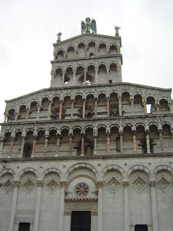 Lucca, Italia: church