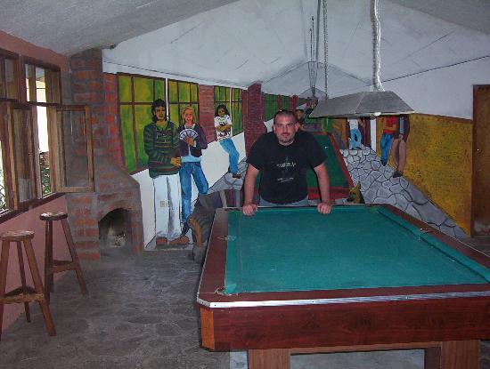 La Petite Auberge: pool hall