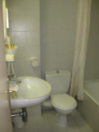 Hôtel  Santa Maria : Bathroom