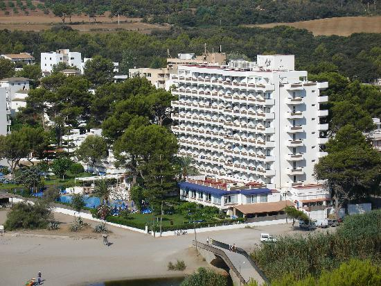 Universal Hotel Castell Royal: View from hill on the north side