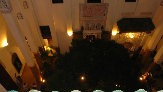 Riad Laaroussa Hotel and Spa : patio pris de la terrasse