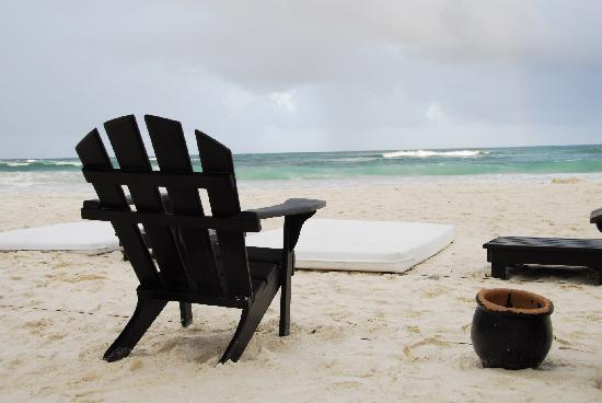 Shambala Petit Hotel: view of the beach