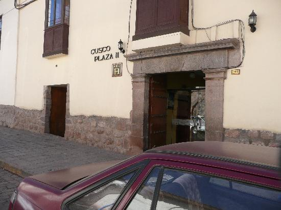 Cusco Plaza Nazarenas: Hotel view from street