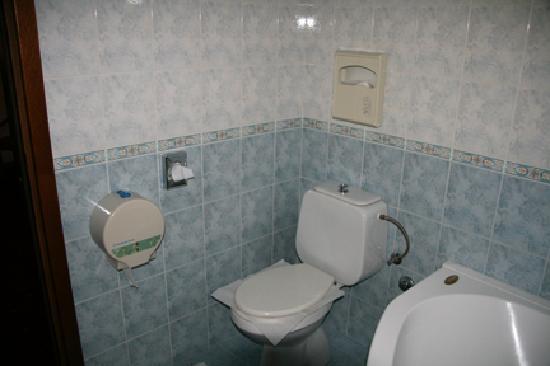 Hotel Fontana: Bathroom