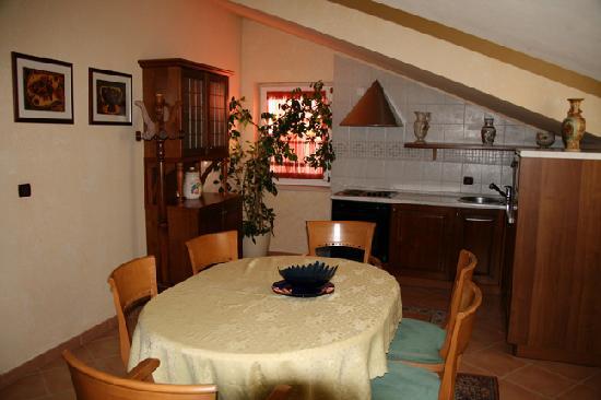 Hotel Fontana: Kitchen