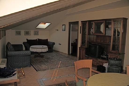 Hotel Fontana: Living area