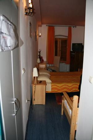 Hotel Tragos : Hall into Zadar, Closet to left