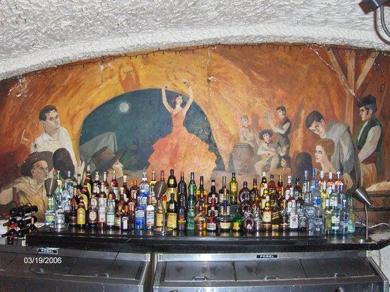 La Cueva del Chicken Inn: bar mural