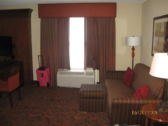 Hampton Inn & Suites Memphis-Shady Grove Road: View when you walk in