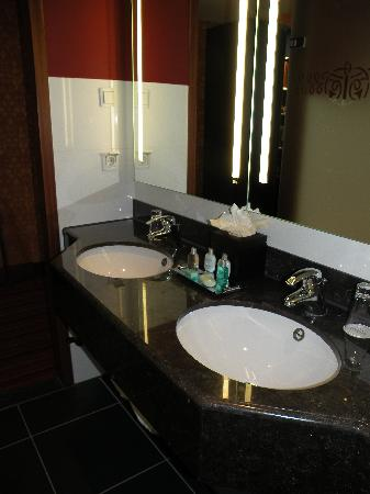 Grand Hotel Amrath Amsterdam: Double sinks