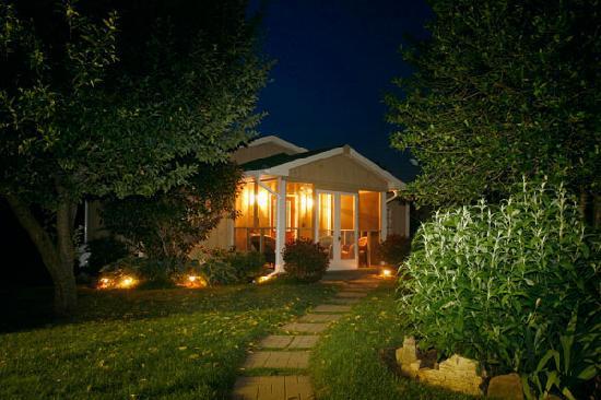 Piney Hill Bed & Breakfast: Rosebud Cottage