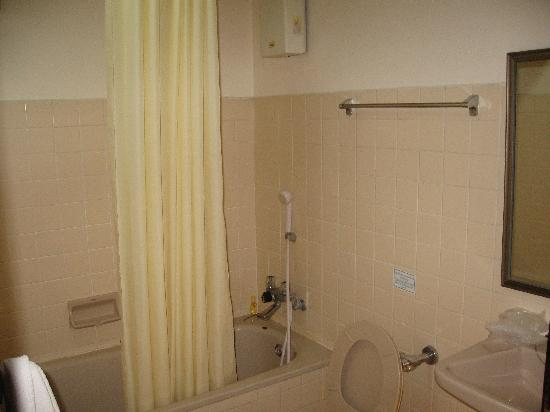Krit Thai Mansion: hotel bathroom
