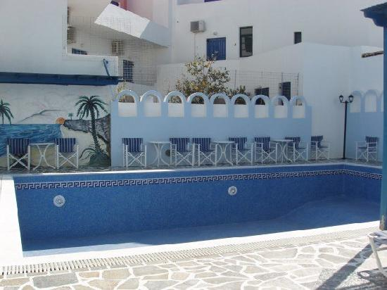 """Blue Sky Hotel: Swimming Pool (no water - 90 degrees was """"cold"""", we were told"""