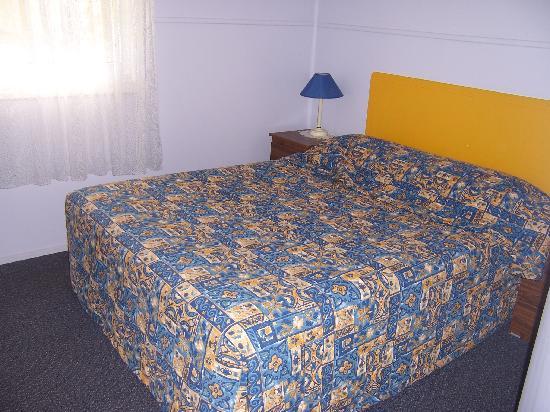 Anchorage Holiday Units : Main Bedroom