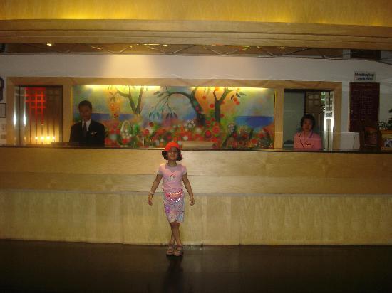Tai-Pan Hotel: HOTEL RECEPTION