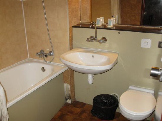Hipotel Paris Hippodrome: Bathroom/En Suite