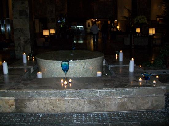 InterContinental Aqaba Resort: Candle-Lit Fountain