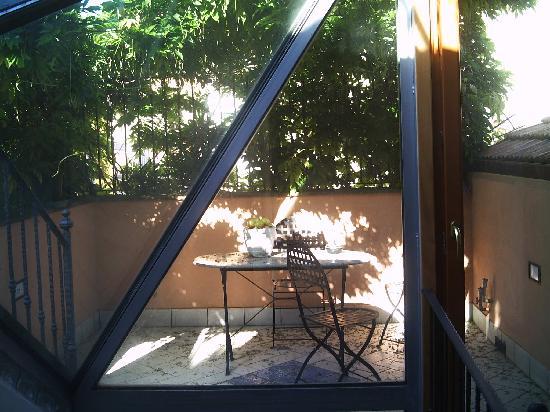 هوتل ريفولي: Lower roof terrace