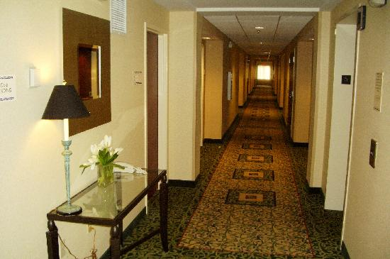 Courtyard Ewing Princeton: Interior hallway
