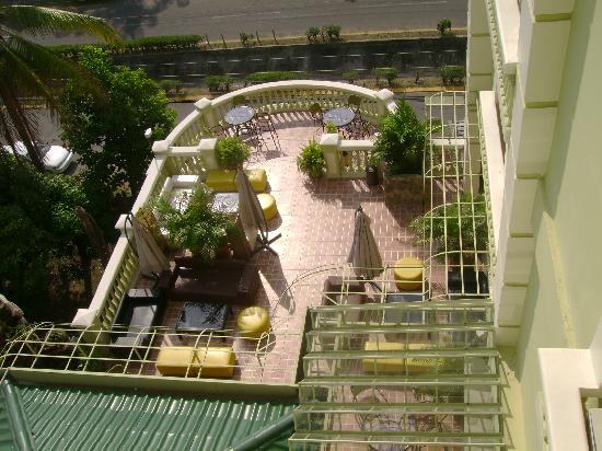 Aparthotel La Cordillera: outdoor bar/restaurant area