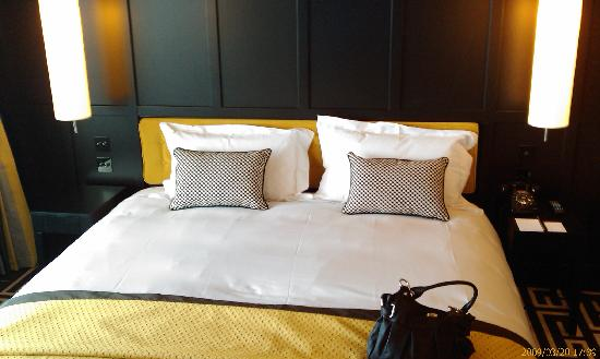 The Fitzwilliam Hotel Belfast: Double bed in the suite