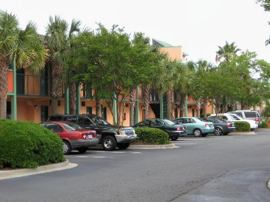 BEST WESTERN Charleston Inn: hotel parking