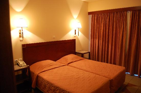 Pythagorion Hotel: The bed