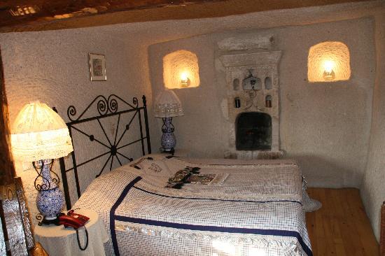 Cappadocia Cave Suites: dormitorio