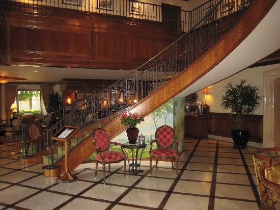 The Rose Hotel: Rose Hotel staircase