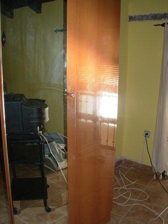 Palacete Santa Ana :                                     Limpieza del espejo, jejejeje