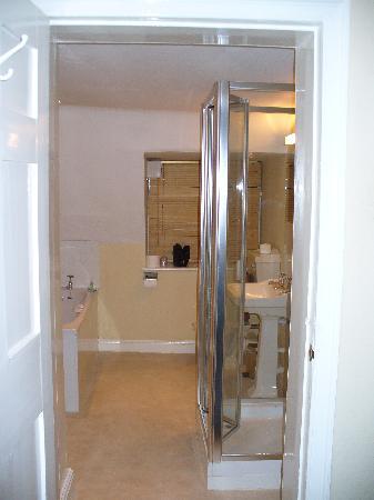 tacky bathroom picture of bail house mews lincoln tripadvisor rh tripadvisor co za