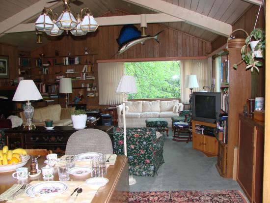 Hiram, OH: The huge living room with wildlife views