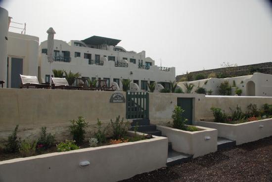 Anastasis Apartments: taken from the caldera path